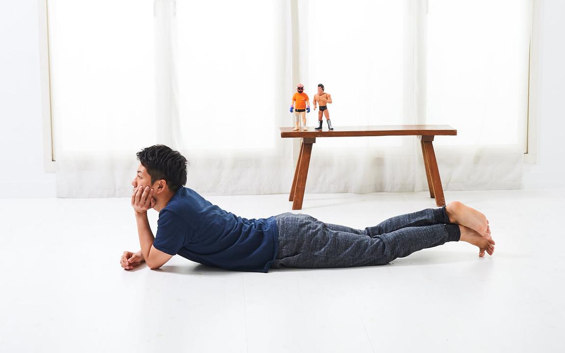 胸筋を鍛える「寝っころがりながらトレ」Advance動作1