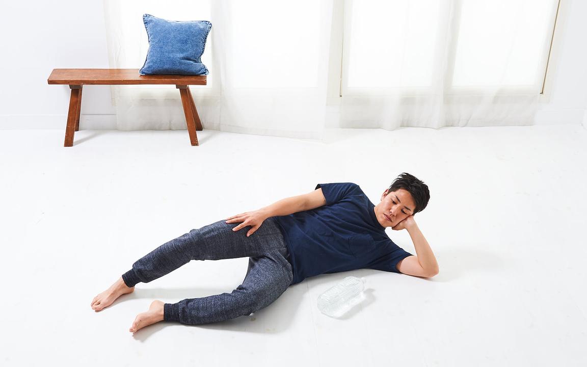 腕の筋肉を鍛える「寝っころがりながらトレ」Basic動作1
