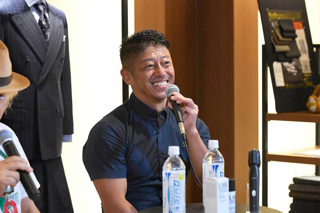 『Tarzan』でおなじみの白戸拓也さん。日本フィットネス界の創成期からトレーナーとして活動を開始。大手フィットネスクラブで約30年に渡り、クラブマネージャーや教育担当を歴任。プログラム開発やインストラクター育成にも積極的。
