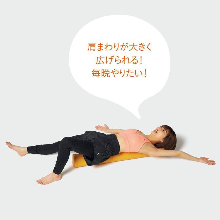 ストレッチポールを試す高見奈央(たかみ・なお)